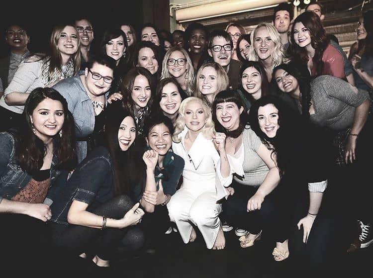 Lady Gaga dá voz a vítimas de abuso sexual nos Óscares