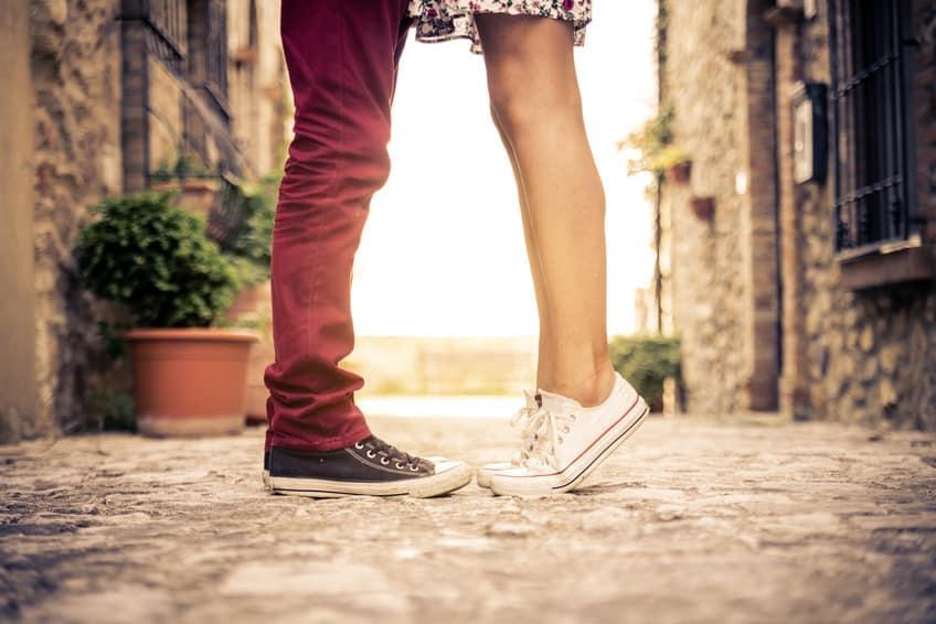 A diferença entre relacionamento e encontro amoroso