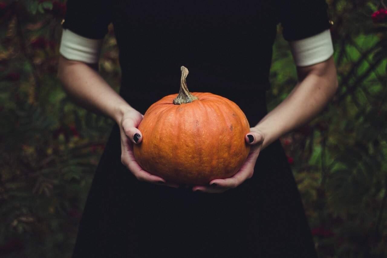 Por que celebramos o Halloween e esquecemos do Dia do Saci