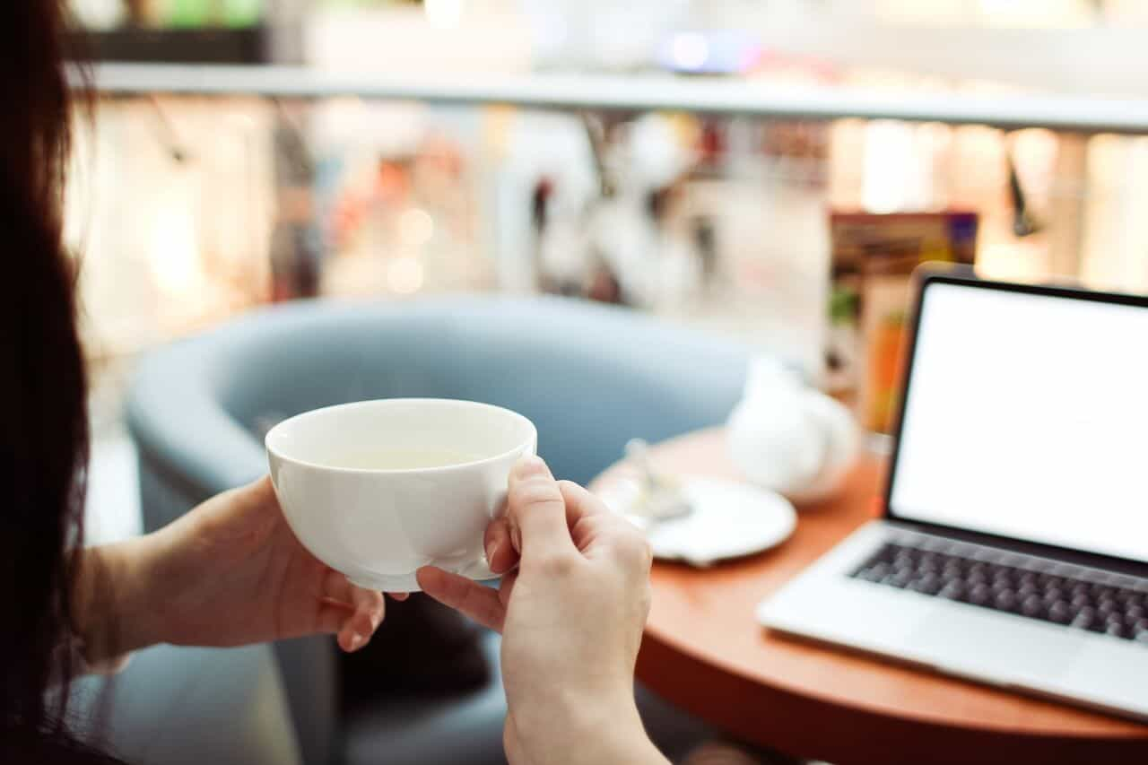 Psicóloga fala sobre a experiência de realizar consultas online