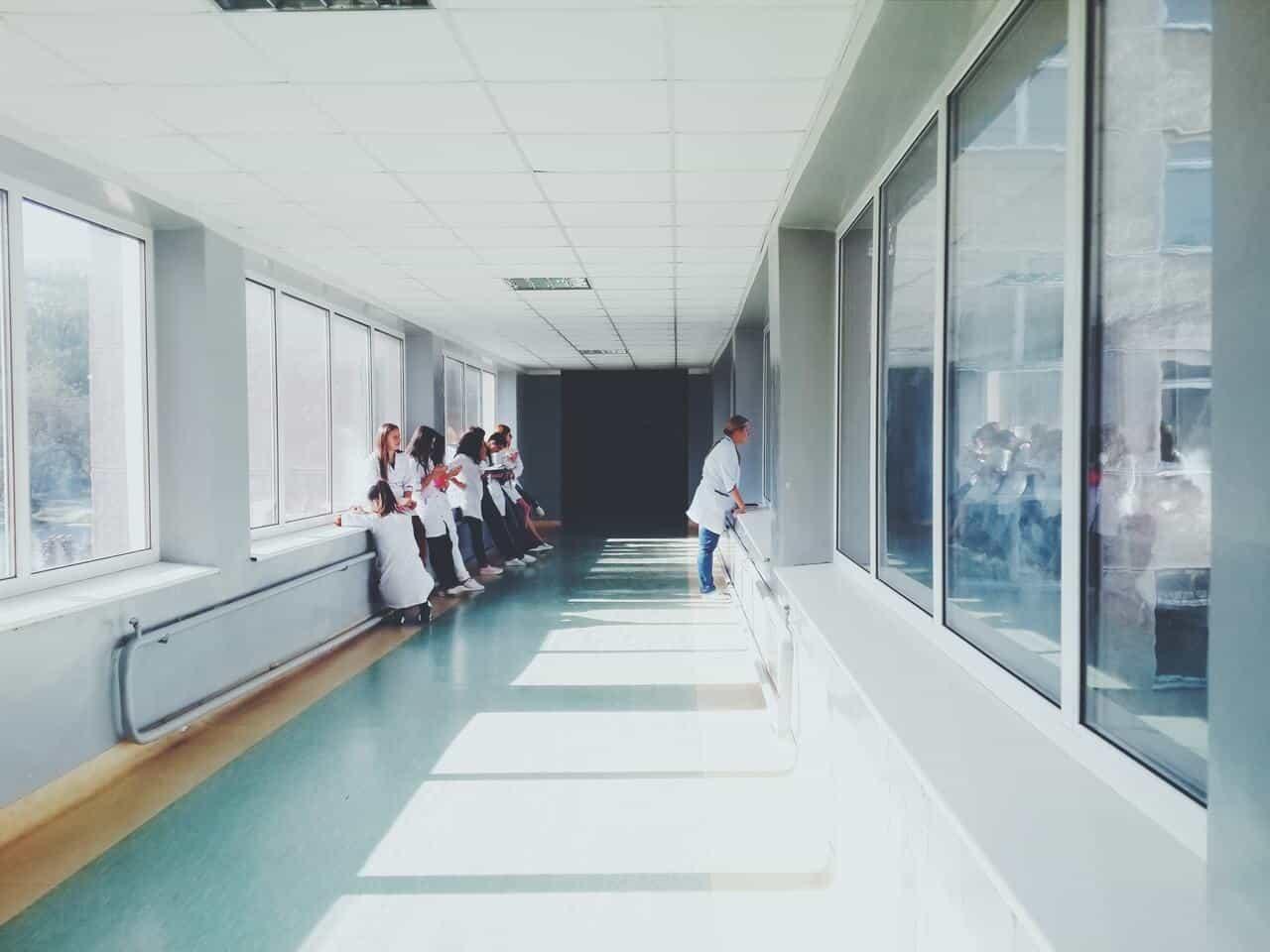 Temos de cuidar mais da saúde emocional dos nossos médicos e enfermeiros