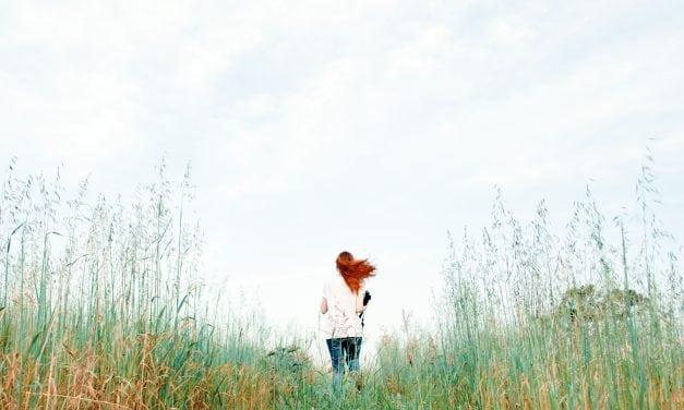 O que é agorafobia e como seus sintomas se manifestam?