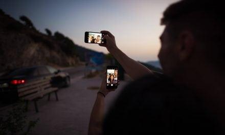 """""""Faça uma pergunta para mim"""": a dependência das redes sociais e o quanto isso afeta o nosso emocional"""